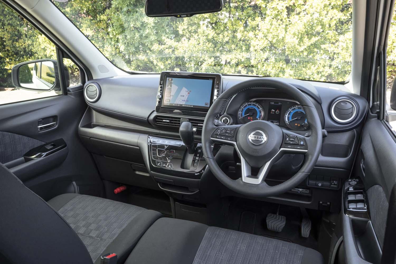 ドライバーの利便性に配慮したコックピット周辺部。Aピラー付け根にある三角窓のフレームを細くするなど、視界の確保も重視されている。