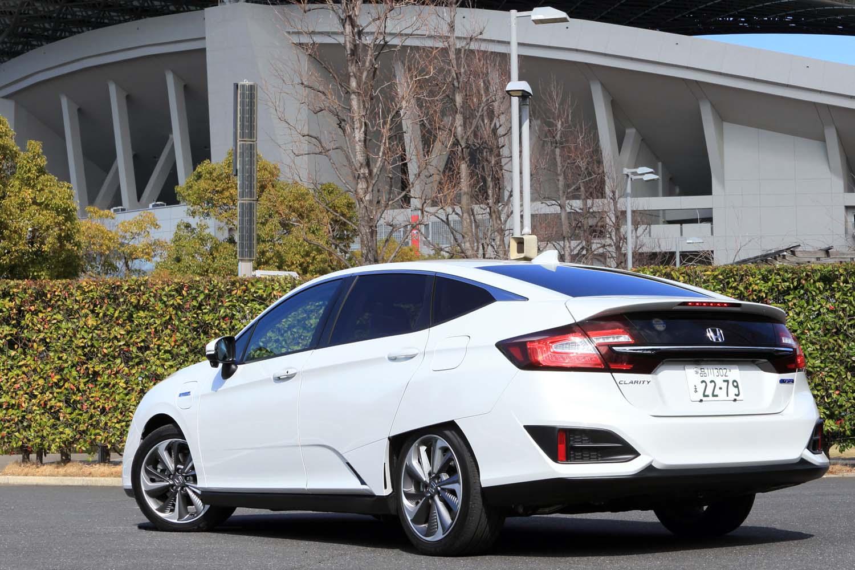 ボディーサイズは全長×全幅×全高=4915×1875×1480mm、ホイールベース=2750mm。車両重量は1850kgと発表されている。