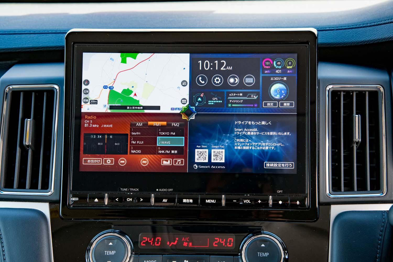 テスト車には販売店オプションのクラリオン製10.1インチナビゲーションシステムが装着されていた。ナビのほか、オーディオや走行情報などを4分割で表示できる。