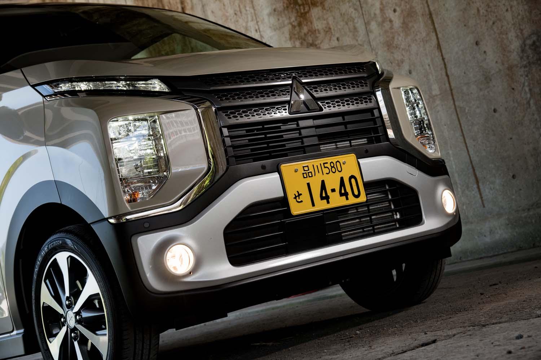 三菱のフロントデザインコンセプト「ダイナミックシールド」を採用し、SUVのような力強さを表現している。