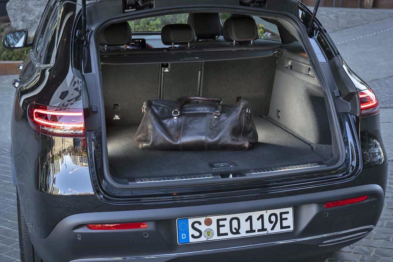 5人乗車時の荷室容量は、約500リッターと公表されている。