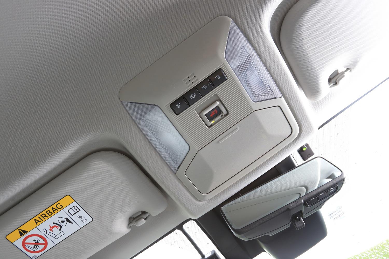 """「RAV4」は現行「クラウン」などと同様、""""コネクティッドカー""""となっており、通信モジュールを全車に標準装備。オペレーターサービスなどを無料で利用できる(新車購入から3年間)。"""