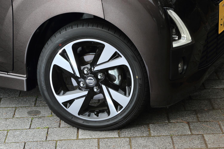 今回の試乗車には標準装備される15インチホイールに、前後165/55R15サイズの「ダンロップ・エナセーブEC300+」タイヤが装着されていた。