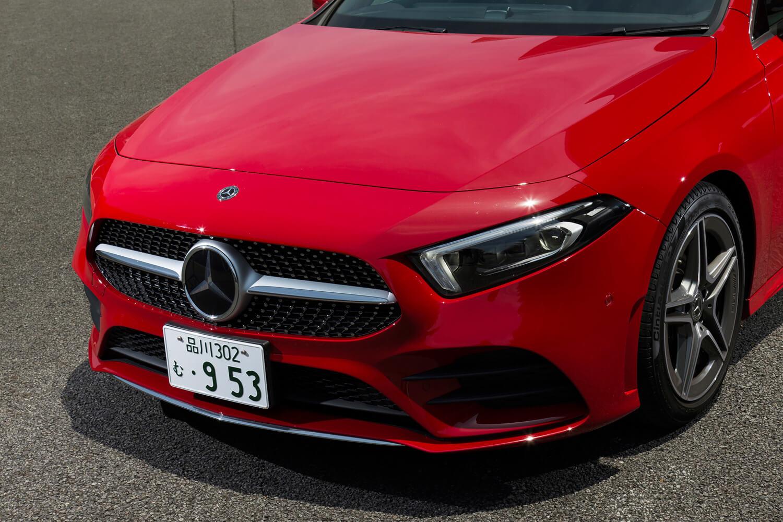 新型「CLS」以降に見られる、新世代デザインのフロントまわり。フロントスポイラーやマルチビームLEDヘッドライトは、オプションの「AMGライン」に含まれる。