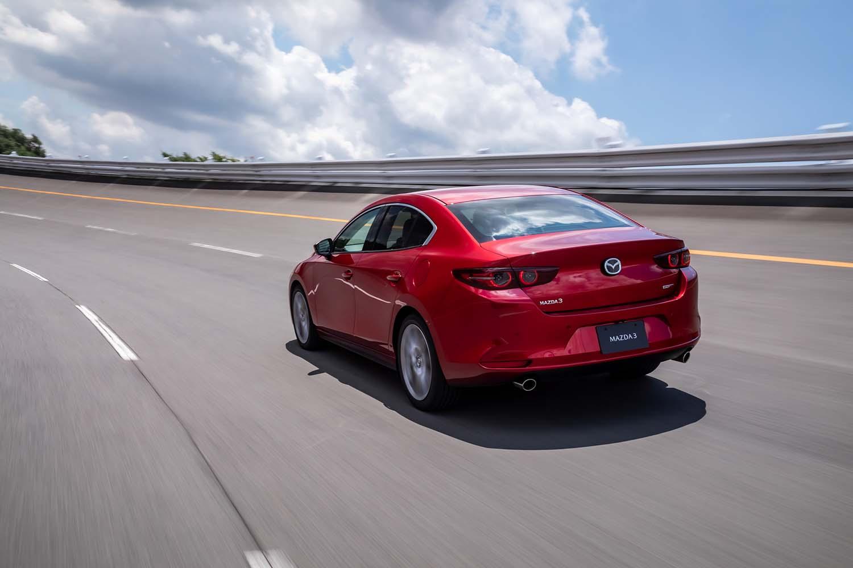 WLTCモード燃費値は、「セダン20S」が15.8km/リッター、「ファストバックXD」が19.8km/リッターと発表されている。