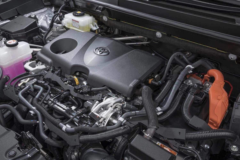 パワーユニットは2.5リッター直4エンジンに電気モーターを組み合わせたハイブリッド。リアモーターも含めたシステム最高出力は222ps。