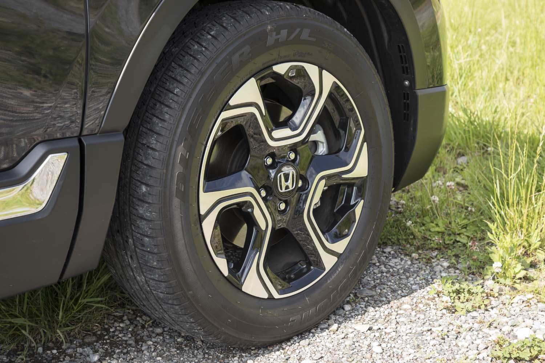 テスト車の「CR-VハイブリッドEX・マスターピース」にはブリヂストンのプレミアムSUV向けタイヤ「デューラーH/L33」が装着されていた。