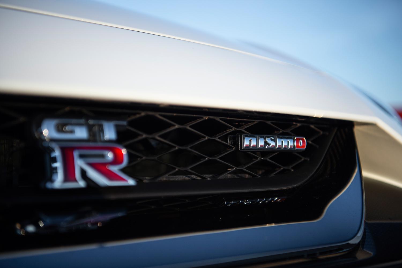 「GT-R NISMO」は、日産のモータースポーツ事業、およびハイパフォーマンスモデルの開発を手がけるNISMOがチューニングを施したGT-Rの高性能バージョンであり、2014年に登場した。