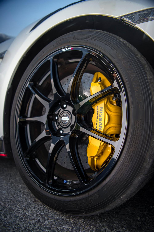 タイヤについては、トレッドパターンやゴムの押し出し形状の最適化、プロファイルの変更により接地面積を拡大。ゴムのグリップ力向上とも相まって、コーナリングフォースを5%向上させた。