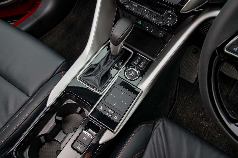トランスミッションも「デリカD:5」と同じアイシン・エィ・ダブリュ製の8段AT。シフトセレクターの形はCVTを搭載するガソリンモデルと同じだ。