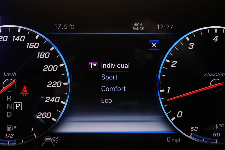 「G550」のサスペンションにはアダプティブダンピングシステムが標準装備されており、選択された走行モードに応じて乗り心地が変化する。