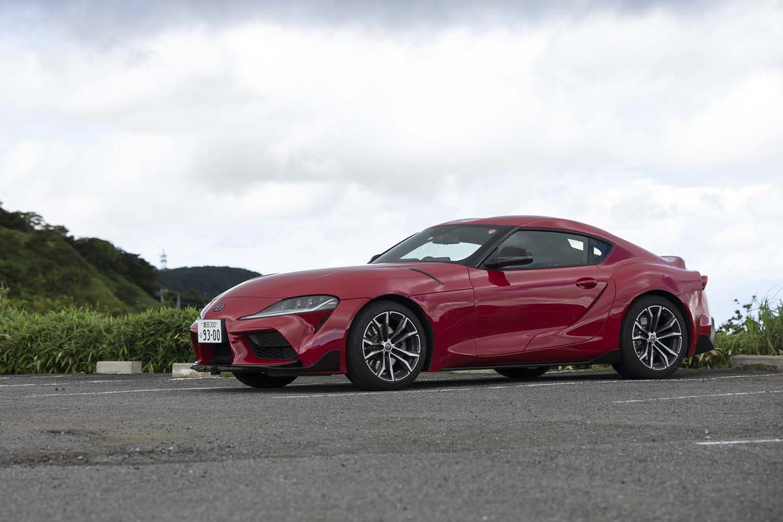 長いノーズがFRのスポーツカーであることを印象づける「スープラ」。2470mmのホイールベースは、同じトヨタのFRスポーツ「86」の値より100mmも短い。