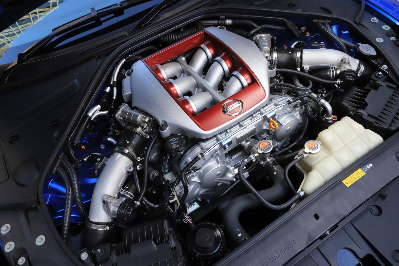 3.8リッターV6ターボエンジンについては、ターボチャージャーに、吸入した空気の漏れを最小限に抑えるアブレダブルシールを採用することで、レスポンスを改善している。