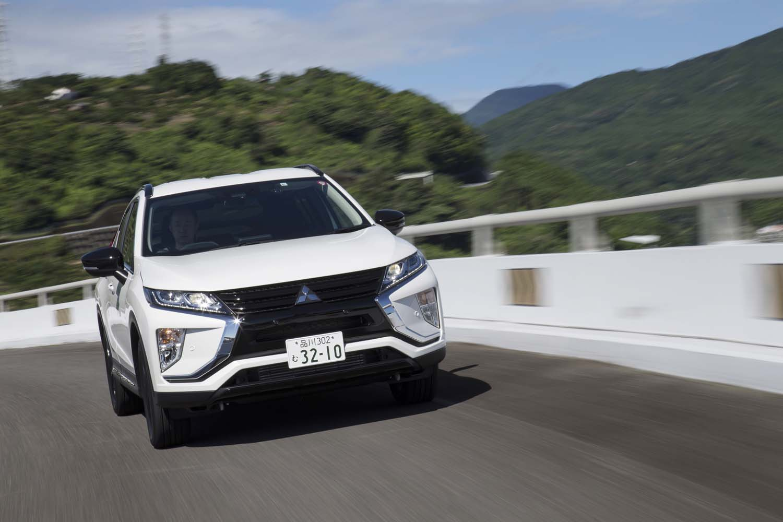 「エクリプス クロス」のディーゼルモデル(全車4WD)には、三菱独自の車両統合制御システム「S-AWC」が搭載される。電子制御4WDとアクティブヨーコントロール、アクティブスタビリティーコントロール、ABSを統合制御することで、走行安定性を高める。