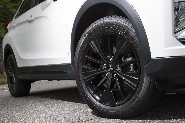 今回試乗した特別仕様車「ブラックエディション」には、ホイールセンターキャップを含めて黒で塗られた、18インチアルミホイールが装着される。
