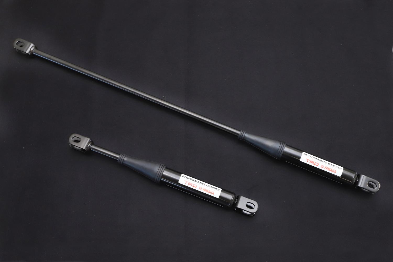 テスト車に装備されていたパフォーマンスダンパーの試作品。接合部にテンションをかけることで、ボディーの振動を減衰する効果がある。