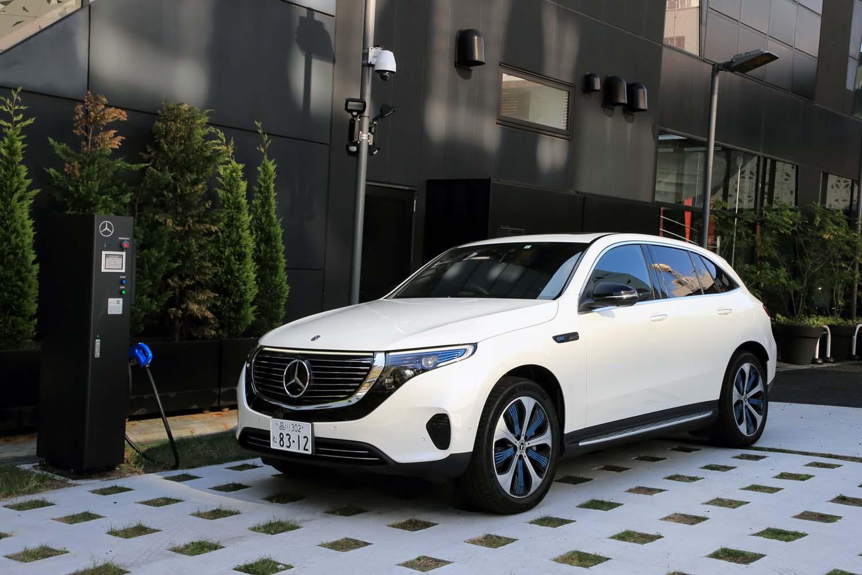 「EQC」は、国内では特別仕様車「エディション1886」を皮切りに販売がスタート。スタンダードモデルの「EQC400 4MATIC」(写真)は、2020年春に配車が始まる予定。