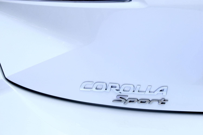 トヨタのCセグメントハッチバック車は、これまで「カローラ ランクス」や「オーリス」などと呼ばれており、現行型の登場を機に、車名が「カローラ スポーツ」に改められた。