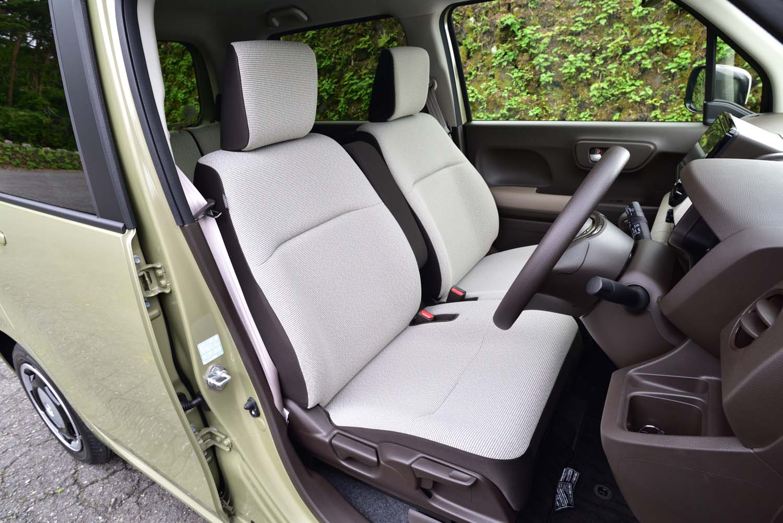 「N-WGN」のシートカラーはアイボリーとブラウンのコンビネーションのみ。表皮にはジャージー素材が用いられている。