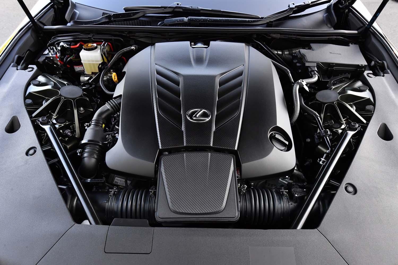 """5リッターV8エンジンは、カタログモデルのパワーユニットと変わらない。なお""""PATINA Elegance""""は、今回のガソリンエンジン車のほかにハイブリッド車もラインナップされている。"""