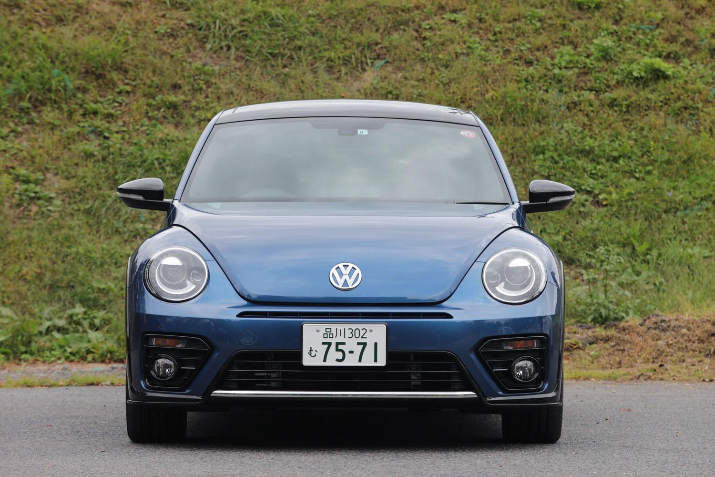 特別仕様車「2.0 Rライン マイスター」は、ベースとなった「2.0 Rライン」と同じくフロントバンパーの上部にはエアインテークが追加され、ブラックカラーのフォグランプベゼルやクロームストリップなども備わる。ヘッドランプには、LEDポジションランプ付きのバイキセノンライトが採用されている。
