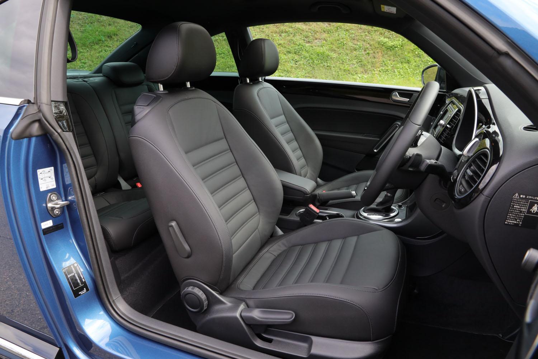 「2.0 Rライン マイスター」には、ヒーター付きレザーシート(前席)が標準装備されている。