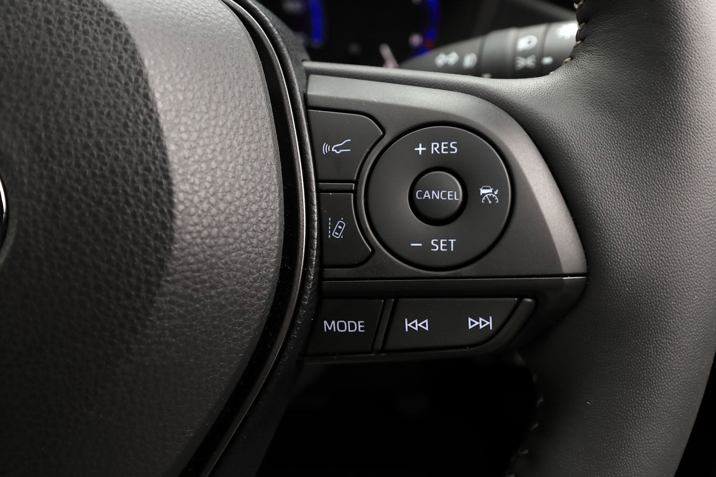 レーダークルーズコントロールが全車標準装備となる「カローラ ツーリング」。1.8リッターガソリン車の「G-X」と1.2リッターターボ車を除き、全車速対応型となっている。