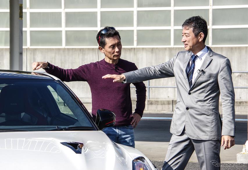 桂伸一氏(左)とGT-R 開発責任者の田村宏志氏(右)