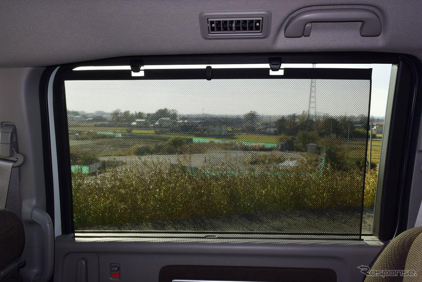 2列目は窓のサンシェードつき。全席とも視界が良いのはステップワゴンの美点。