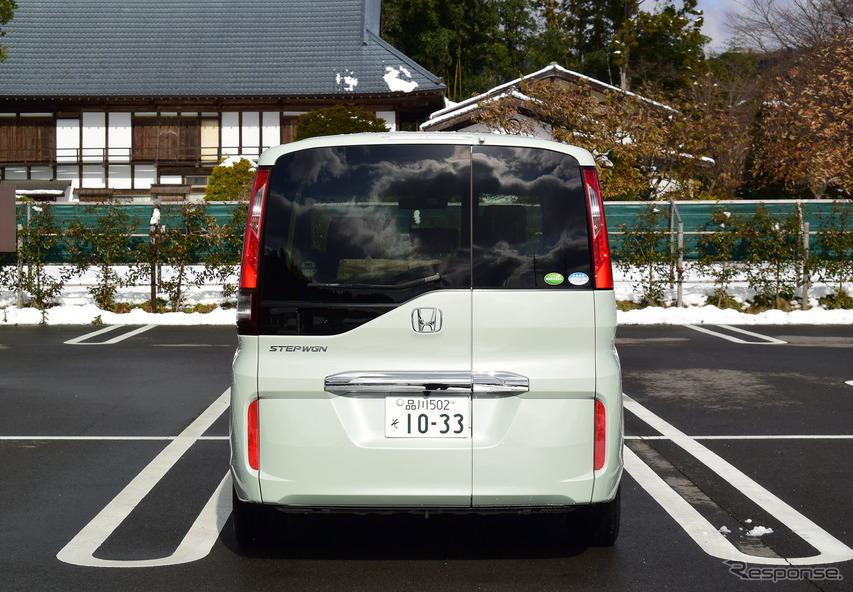ホンダ ステップワゴン G・EX Honda SENSINGの後面。群馬・川場村にて。