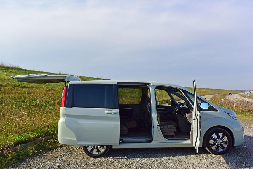 ホンダ ステップワゴン G・EX Honda SENSINGの側面。各ドアの開口面積、ドア開閉角の大きさは同モデルの美点。