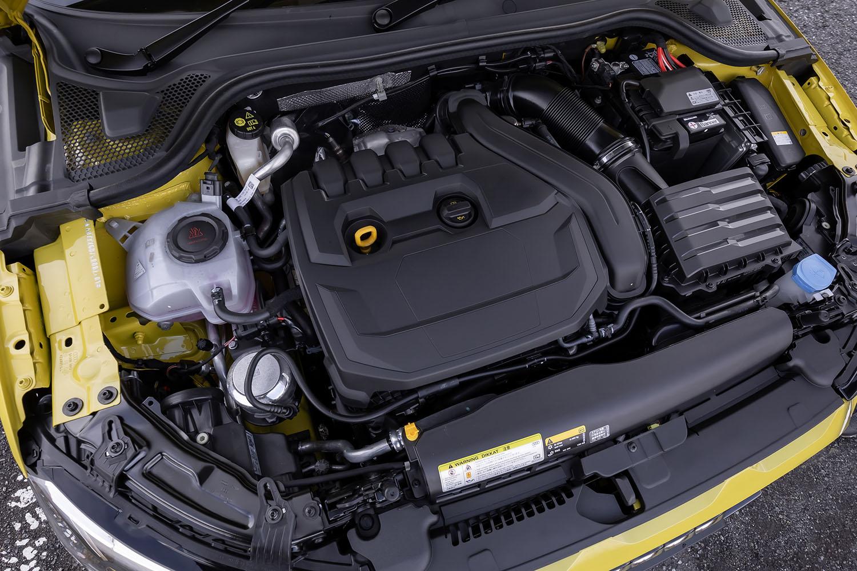 最高出力150PS、最大トルク250N・mを発生する気筒休止システム(COD)機構付き1.5リッター直4 DOHC直噴ターボエンジンを搭載。7段Sトロニックと組み合わされている。