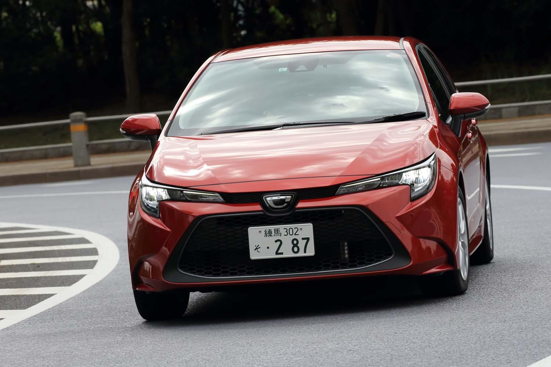 車体の基本骨格には現行型「プリウス」などと同じ「GA-C」プラットフォームを採用。ボディー剛性の高さとともに、低重心であることも特徴だ。