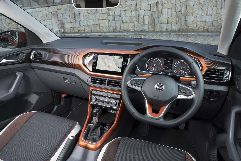 「TSI 1stプラス」には内外装の随所を「オレンジ」「グリーン」「ブラック」のいずれかでコーディネートできる「デザインパッケージ」が標準装備。テスト車にはオレンジがチョイスされていた。