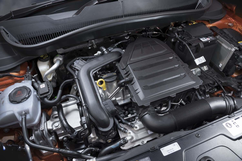 フロントに横置きされる1リッター直3ターボエンジンは最高出力116PS/5000-5500rpmと最大トルク200N・m/2000-3500rpmを発生。ガソリン粒子フィルターを備えている。