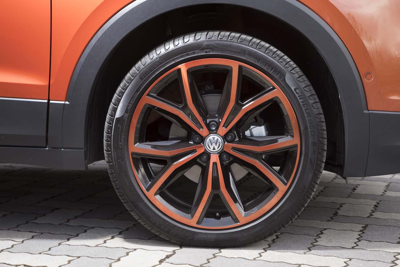オレンジの「カラーパッケージ」をチョイスしていたテスト車は、ホイールもオレンジにペイントされていた。