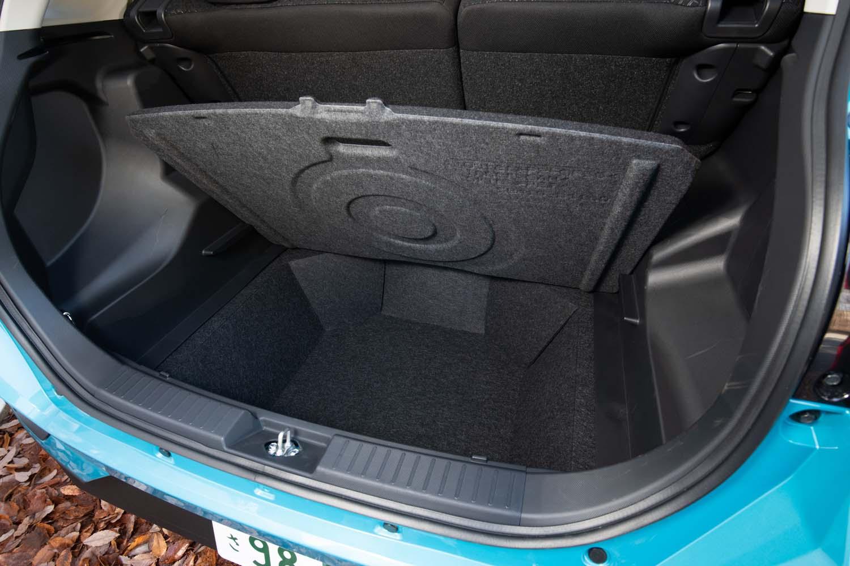 荷室の容量は369リッター。床下には80リッター(FF車の場合。4WD車は38リッター)の収納スペースが備わっている。
