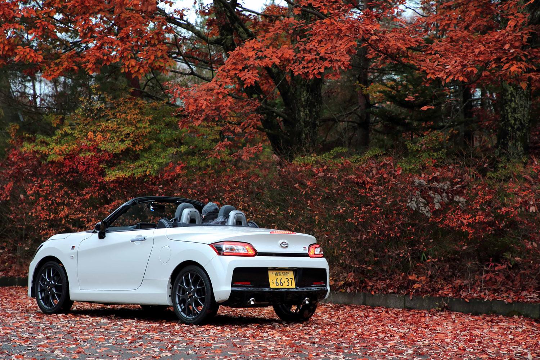 ボディーカラーはベース車である「コペン ローブ」と同じ全8色。テスト車には有償色の「パールホワイトIII」が用いられていた。