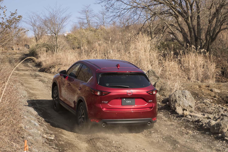 マツダの4WDモデルは全車でセンターの油圧多板クラッチを電子制御式するスタンバイ4WD「i-ACTIV AWD」を採用。安全・安心を追求しつつ、FF車と比べて燃費が悪化しないシステムを目指しているのが特徴だ。