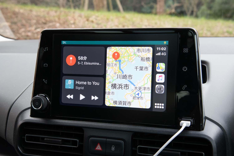 テスト車にはオプションのナビゲーションシステム(24万2000円)が搭載されていたが、「Apple CarPlay」(写真)と「Android Auto」に対応した8インチタッチスクリーンを標準装備する。