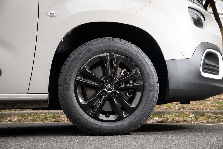 タイヤサイズは205/60R16が標準。テスト車にはミシュランの低燃費タイヤ「エナジーセイバー+」が装着されていた。
