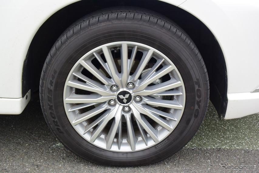 タイヤはトーヨー「PROXES R44」でサイズは225/55R18。