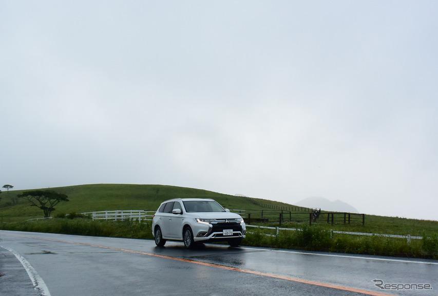 霧降高原にて記念撮影。好天時は絶景スポットだ。