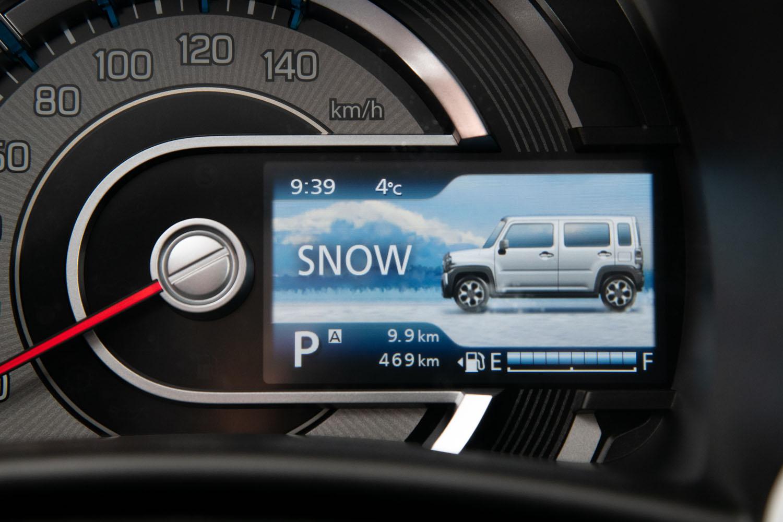 4WD車の悪路走破支援機能には、ブレーキ制御式のグリップコントロールやヒルディセントコントロールに加え、新たに雪道などでの走行安定性を高めるスノーモードが追加された。