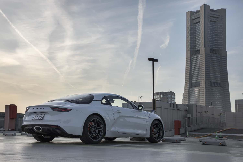 国内では東京モーターショー2019がお披露目の場となった「アルピーヌA110S」。ハイパワーエンジンとハードな足まわりを持つ、「A110」の高性能版だ。