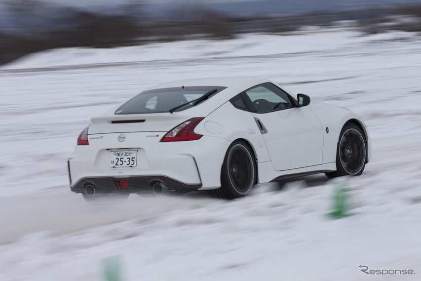 雪の中でもしっかりとドライビングプレジャーが得られるフェアレディZ