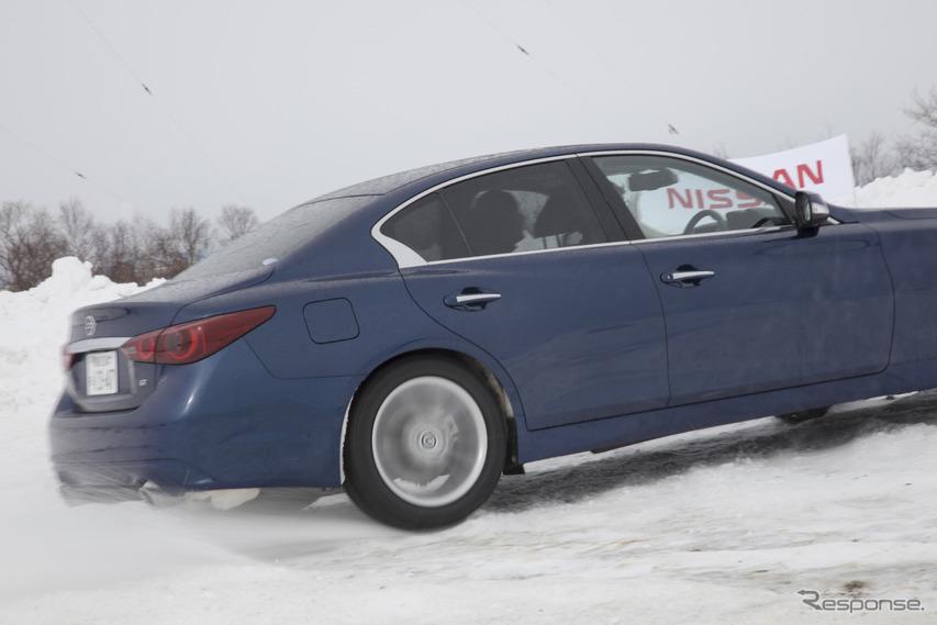雪上での定常円旋回でも安定性を感じさせたスカイライン