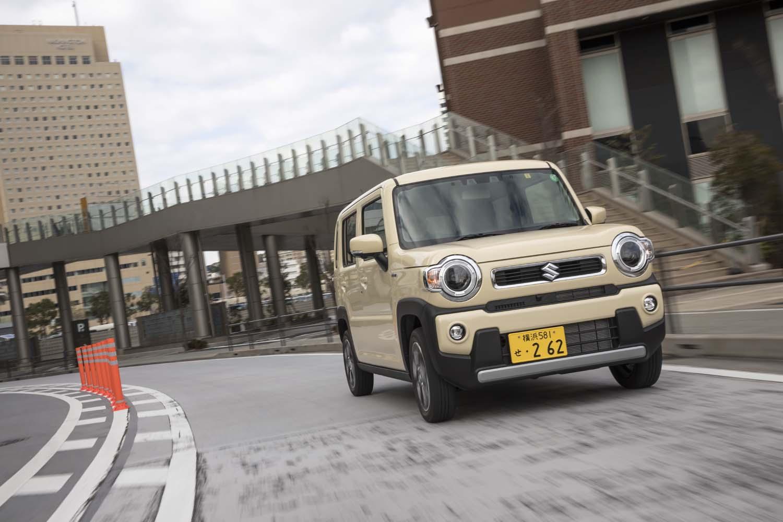 2020年1月20日に発売された新型「スズキ・ハスラー」。テスト車はモデルラインナップの中で最も高価な「ハイブリッドXターボ」の4WD車で、オプションも含めた価格は206万3765円。