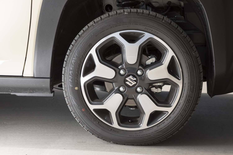 タイヤサイズは全グレード共通で、165/65の15インチが標準。テスト車にはダンロップの低燃費タイヤ「エナセーブEC300+」が装着されていた。