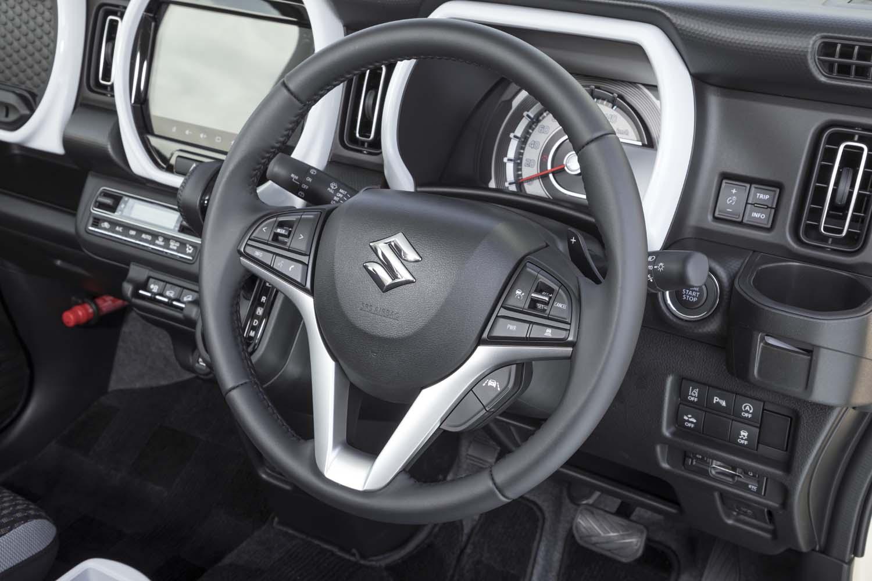 トランスミッションは全車CVTを採用。ターボ車にはシフトパドルが備わる。